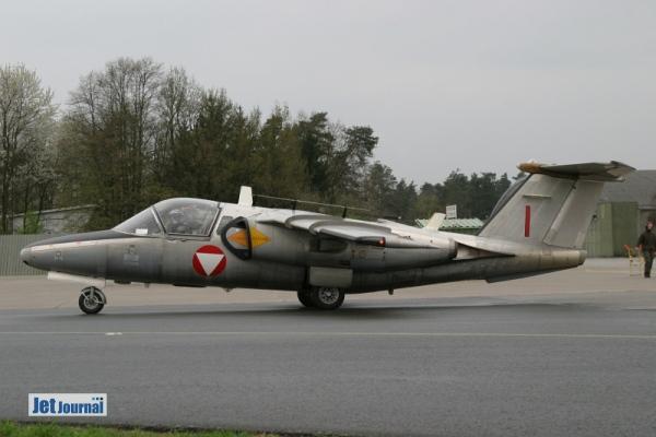 Saab 105OE RED I auf dem Weg zur Startbahn