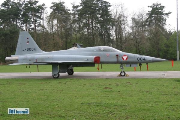 J-3004 F-5E Tiger II